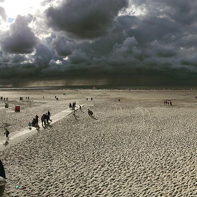 #Amrum #norddorf #norddorfstrand #norddorfaufamrum #sommer2016 #besteswetter #dunklewolken #darkclouds #nordsee #nordseeliebe #nordseewetter #nordseesonnenschein